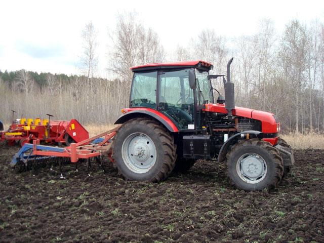 Трактор Беларус МТЗ-1523 в работе