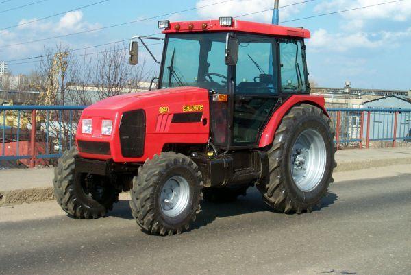 Трактор МТЗ 921